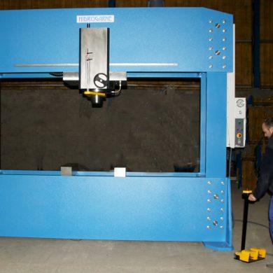 Prensa hidráulica especial para astilleros navales FLV-300 E