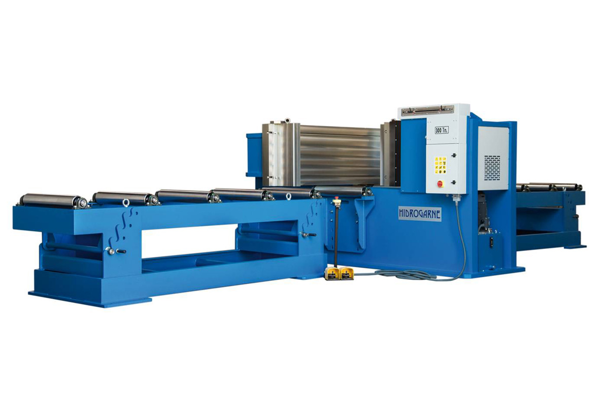 HV series: Cambering press (Straightening horizontal press) to perform works involving the straightening and bending of profiles, bars and beams