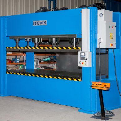 Prensa hidráulica HIDROGARNE modelo FDV-330 E especialmente eficiente para realizar trabajos de conformado y troquelado