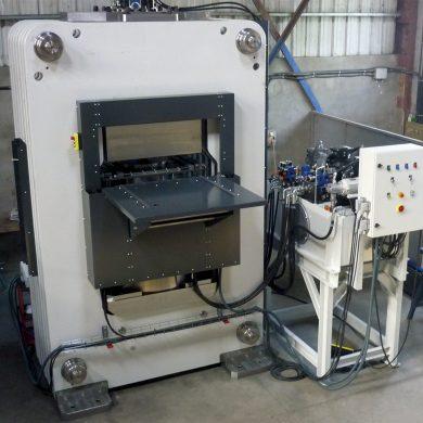 Fabricación especial de un prensa hidráulica de arco rígido por segmentos