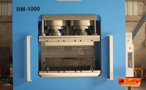Prensa hidráulica HIDROGARNE especialmente diseñada para realizar trabajos de estampación en frío.