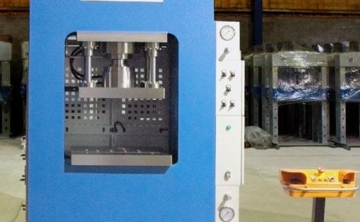 Prensa hidráulica motorizada de arco rígido HIDROGARNE RM-80E adaptada y optimizada