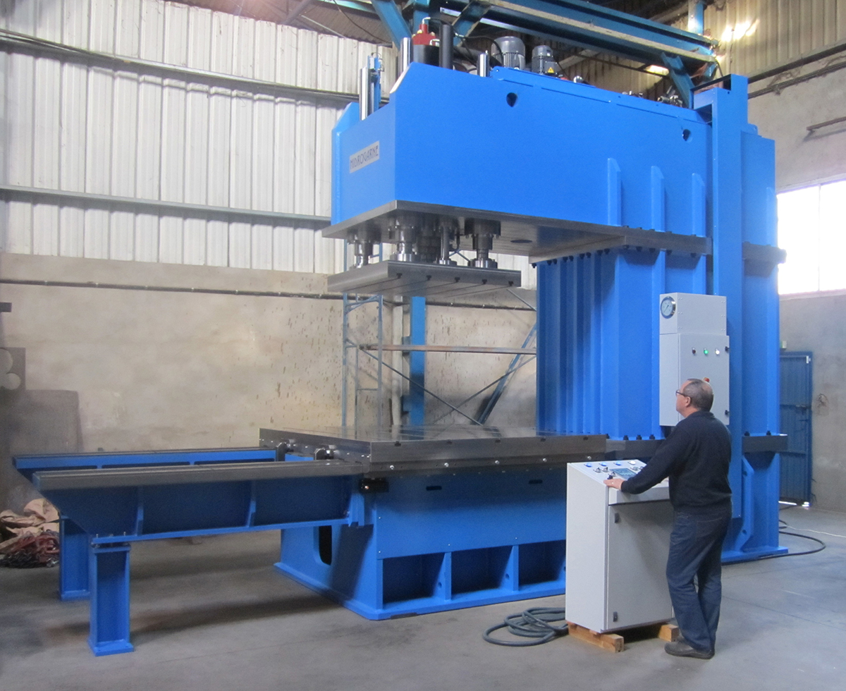 C-frame special hydraulic press CM-250 E with a throat depth of 1600 mm