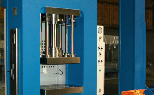 Customized HIDROGARNE hydraulic press with a solid-arch monoblock RM-130 E for stamping