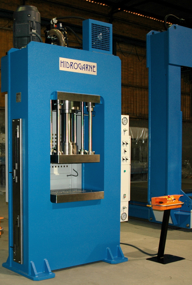 Special RM-130 E HIDROGARNE hydraulic press optimized for deep-drawing