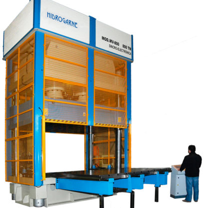 Special hydraulic press for the adjustment and testing of molds or dies