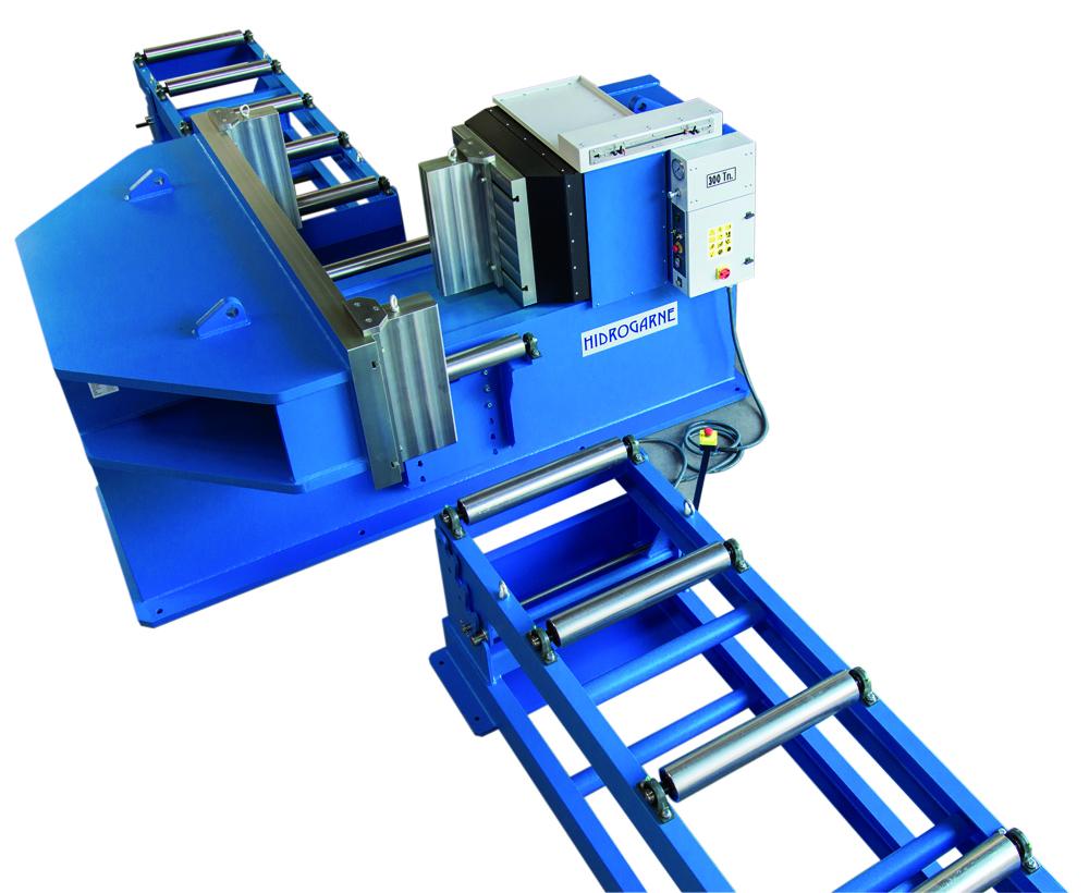 Vista superior prensa hidráulica horizontal serie HV de carnero para trabajos de enderezado y curvado de perfiles, barras y vigas