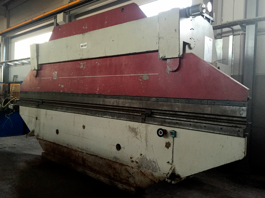 Used and revised conventional hydraulic press brake CASANOVAS