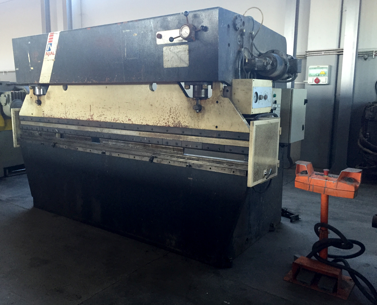 Used and revised conventional hydraulic press brake AJIAL PH-653