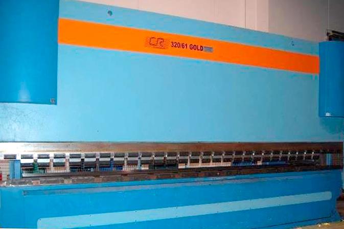 Plegadora sincro-electrónica semi-nueva CR 320-61 GOLD ELECTRONICS de 6100 x 320 Tn