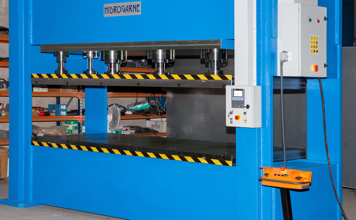 Hydraulic press, FDV-330 E model especially efficient in forming and die-cutting works