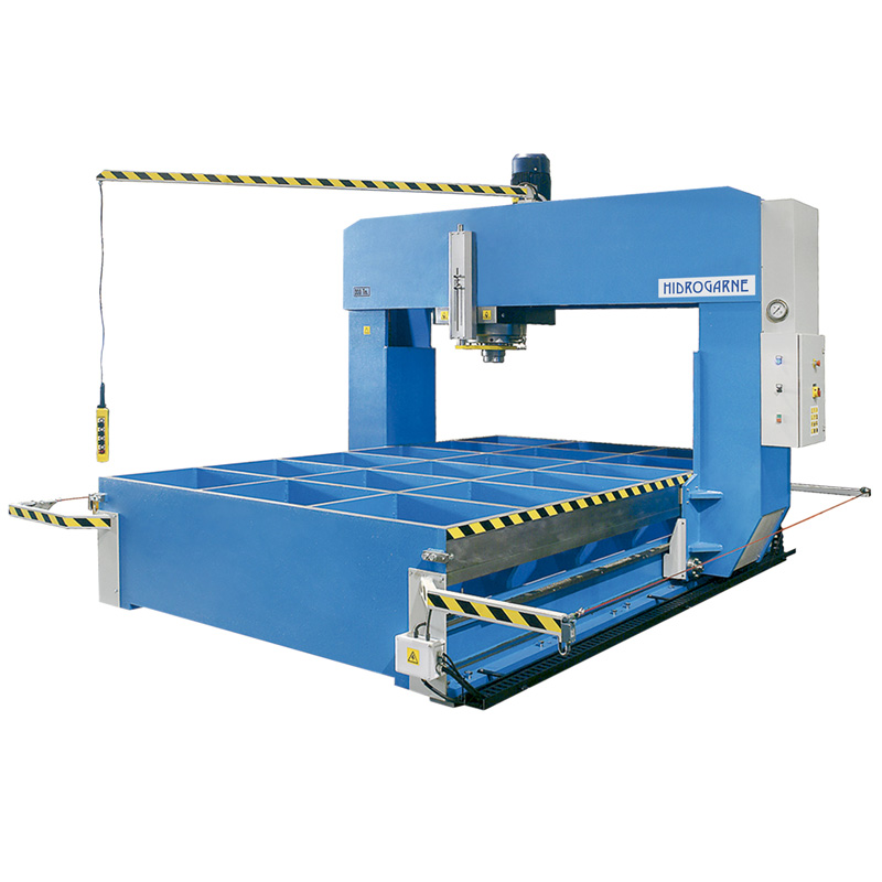 Motorized cambering and straightening presses with sliding frame and moveable head: T series