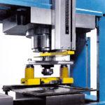 Prensa hidráulica de taller - Equipo de punzonado para diámetros desde 6 mm hasta 40 mm con pisador elástico anti-deformación (accesorio opcional)