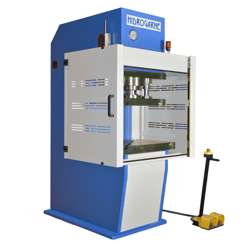 Hydraulic presses with throat depth (C-frame) and top table · CM series
