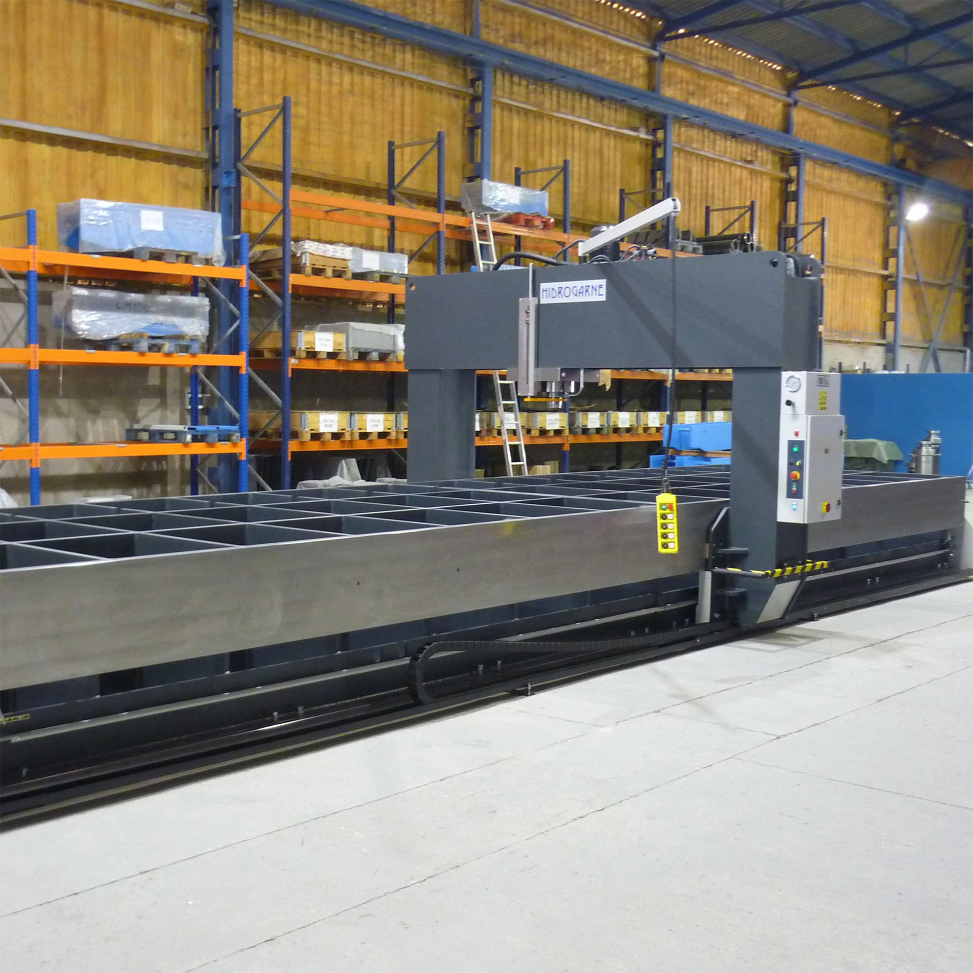 SPECIAL MANUFACTURING OF MOTORIZED HYDRAULIC PRESS WITH SLIDING FRAME AND MOVEABLE HEADSTOCK WITH A TABLE OF 10 METERS LONG